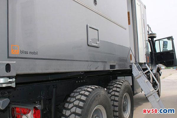 梅赛德斯-奔驰Zetros 2733 6×6