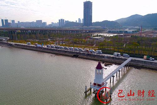 美丽横琴遇帅气房车 25辆房车聚集横琴花海长廊