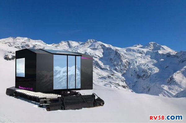 开着Snowsuite房车去雪地里看星星
