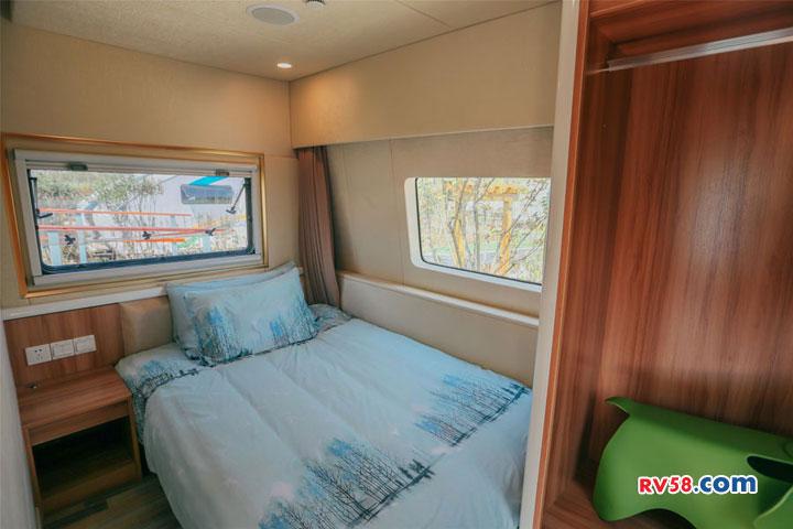 """两室一厅大空间  耐克萨斯""""星空""""营地房车"""