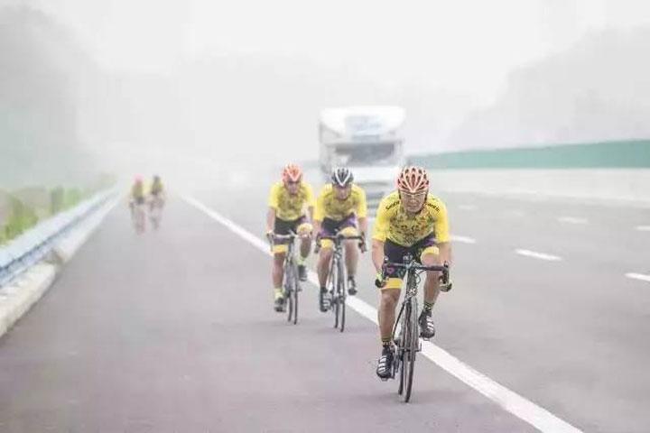 丝路信使江苏泰州-新疆昭苏自行车赛的守护者-拓锐斯特房车