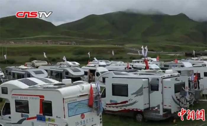 全国数百房车驴友集结甘肃藏区:原生态草地露营体验藏地风情