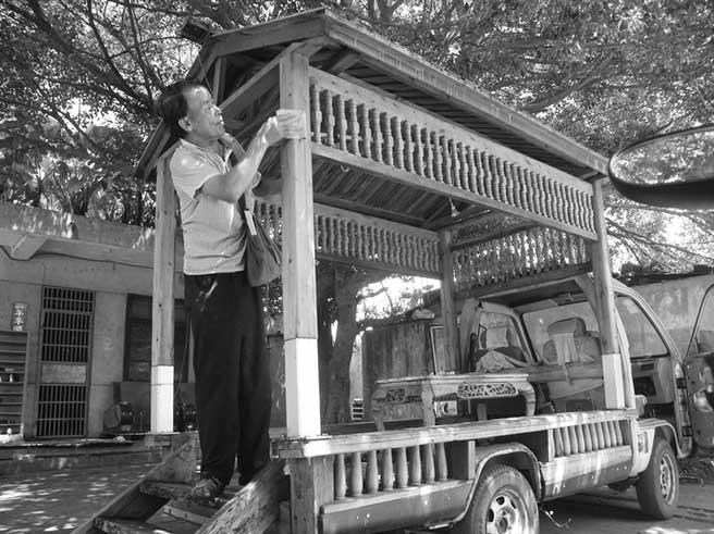 """连小学都没上过的65岁大叔要用木头造""""房车"""""""
