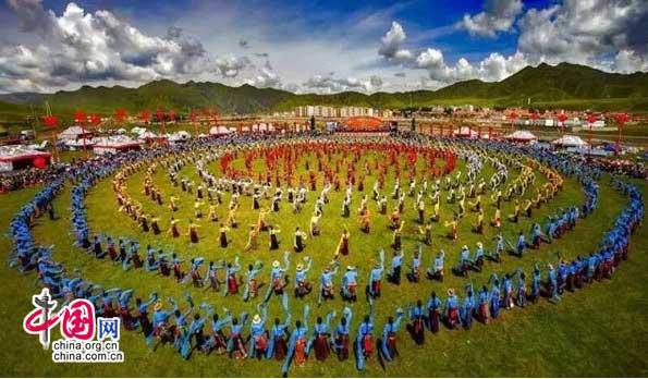 中国碌曲第六届锅庄舞展演暨首届房车大会开幕