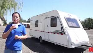 卡莱尔Antares Styel 455拖挂式房车 销售妹子细心解说