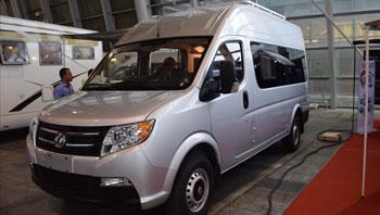 宏泰东风御风长轴房车自动挡2.5T柴油动力 24万上市