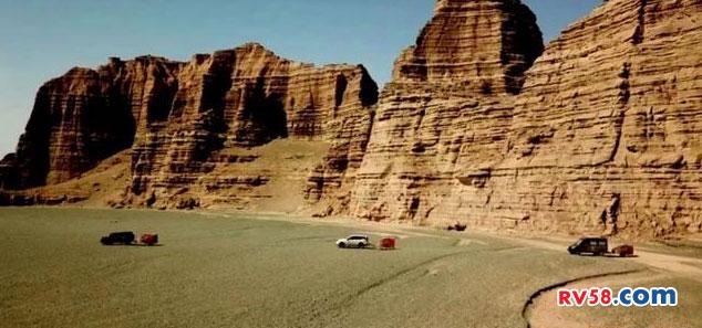 拖挂房车可上牌售价2.98万 行走沙漠畅通无阻