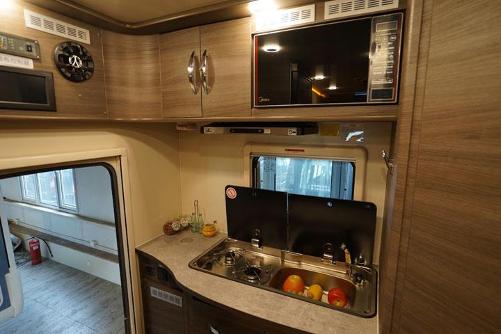 旌航巍浩WH591-I自行式C型房车
