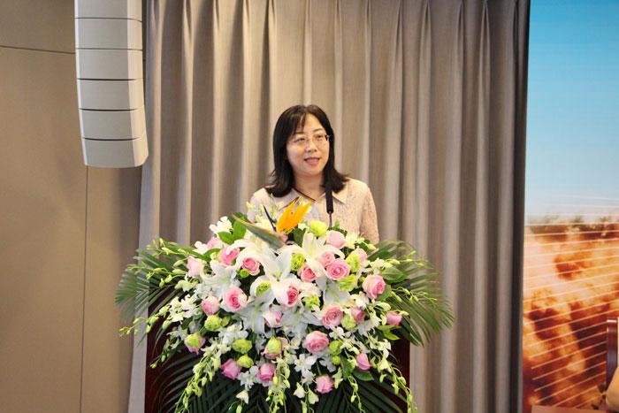 中国城市报社总编辑杜英姿致辞