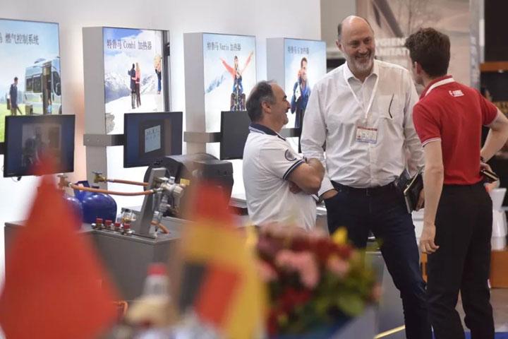 2016中国国际房车以为他是自信能将己方几人歼灭展览会在京开幕