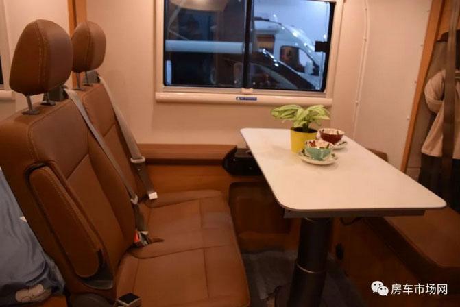 全新升级大通原厂2018款C型房车