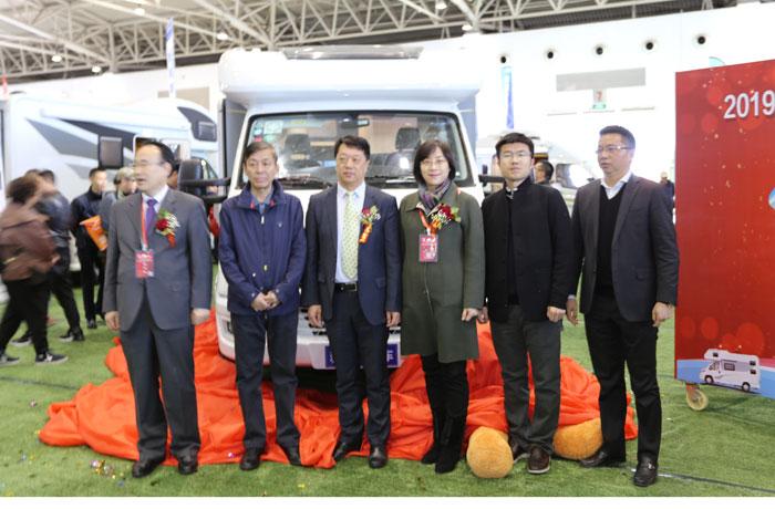 雅升新款依维柯小额头C型房车北京发布